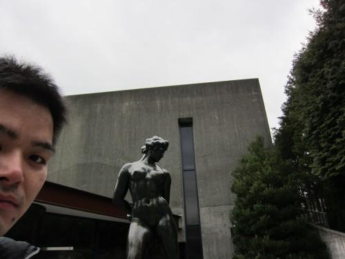 ポー 彫刻の森美術館にて