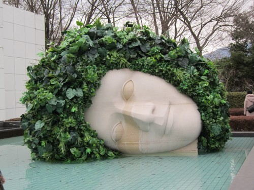 ポー 彫刻の森美術館にて02