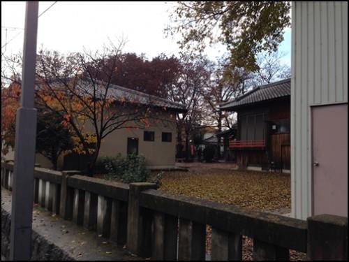 千木良ハイツ前の神社