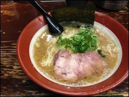誠屋とんこつ細麺